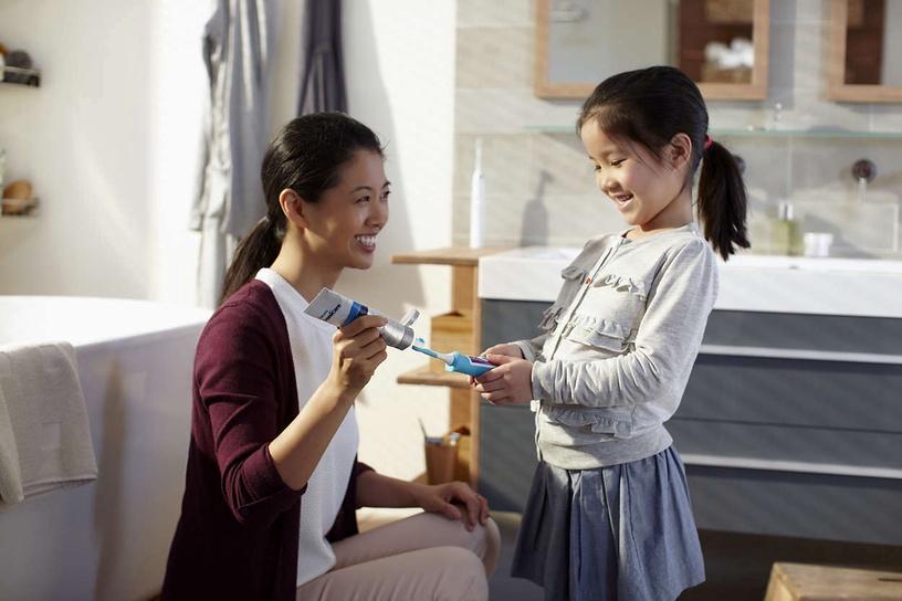 Электрическая зубная щетка Philips Sonicare HX6322/04
