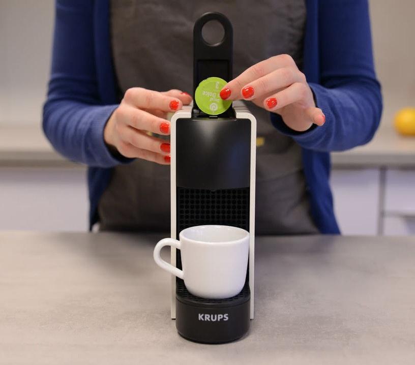 Kapsulas kafijas automāts Krups Nespresso Essenza Mini XN110, balta/melna
