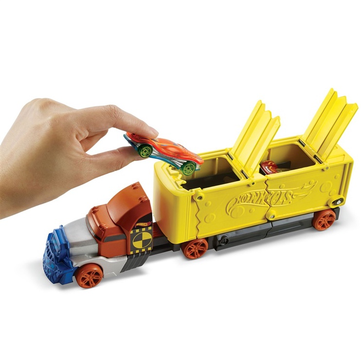 Автомобиль Mattel Hot Wheels Crashing Rig GCK39